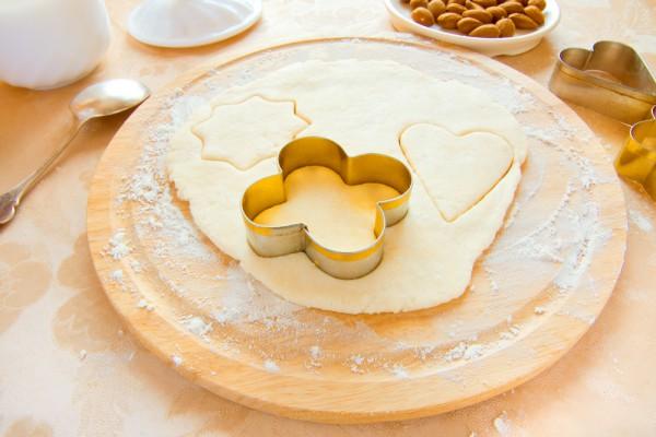 Из песочного теста можно приготовить сладкие пироги, печенье и десертные корзиночки