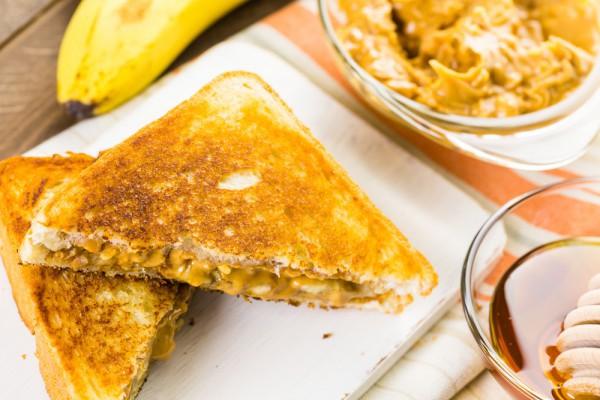 Бутерброд с арахисовым маслом