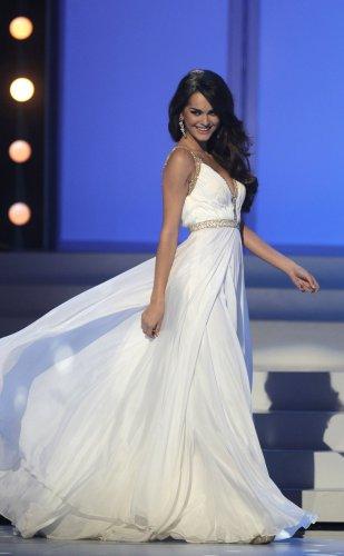 Олеся Стефанко в платье американского бренда Шерил Хилл