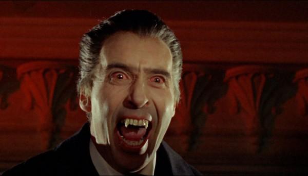Ли в роли Дракулы