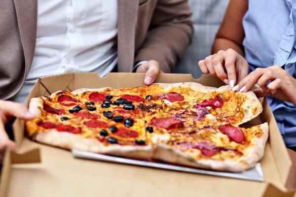 Замість піци бери з собою корисну їжу