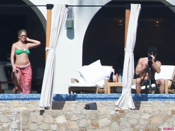 Дженнифер Энистон отдыхает с мужем