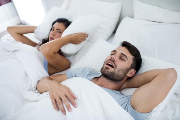 Мужчины чаще страдают от храпа чем женщины