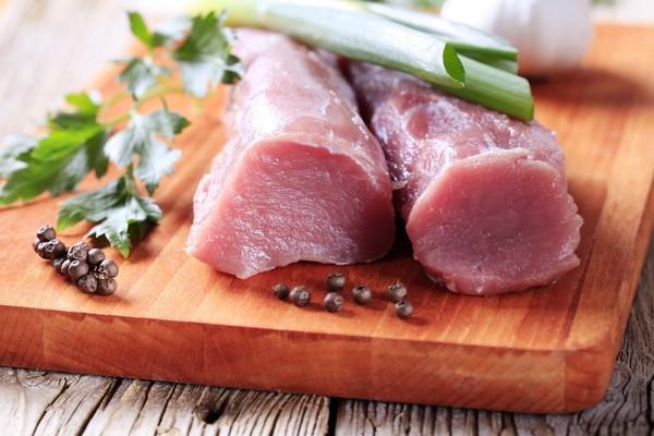 Красное мясо вызывает неприятный запах тела