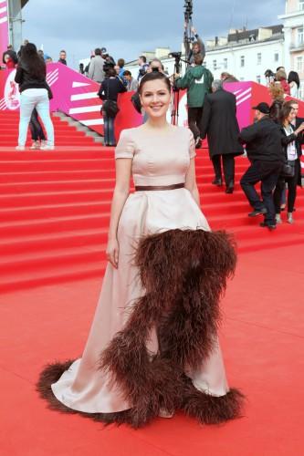 Пользователи Сети высмеяли платье Марии Кожевниковой