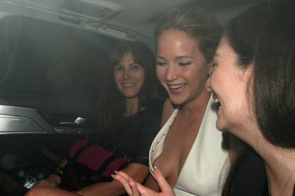 актрисы случайно видно грудь фото