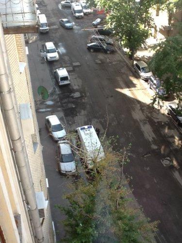 Сосед Ксении Собчак: Две полицейских машины у въезда во двор. Так что и тут тоже...
