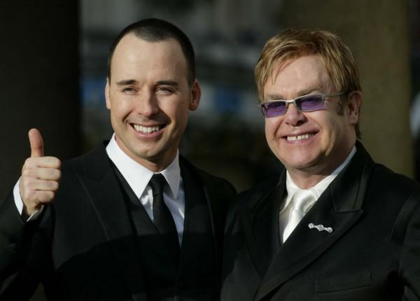 Певец и композитор Элтон Джон (справа) и его муж Дэвид Ферниш