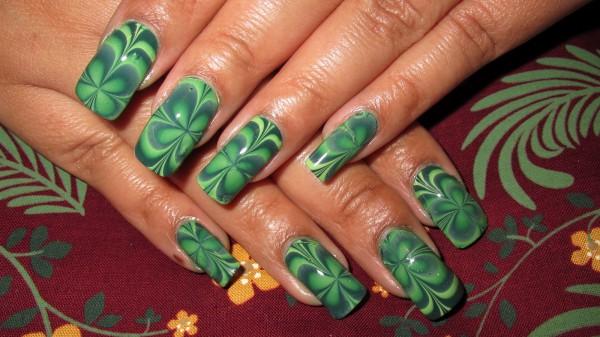 Водный маникюр – уникальные узоры на каждом ногте