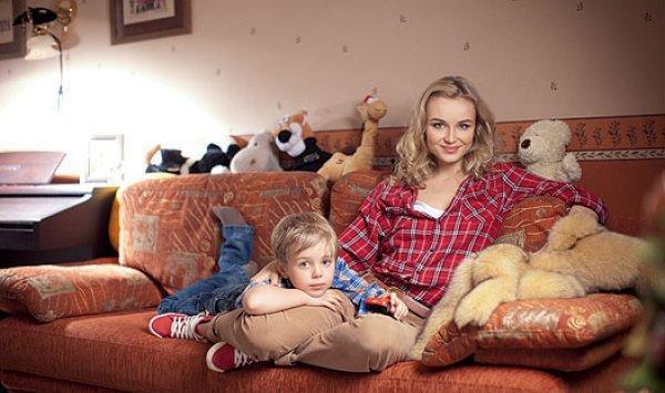 Победительница российской Фабрики звезд 2, Полина Гагарина, и ее 5-летний сынишка Андрей