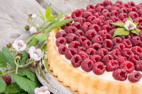 Рецепт                  Пирог с малиной  и заварным кремом