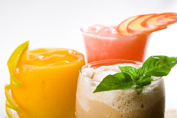 Из фруктов получаются отличные летние коктейли