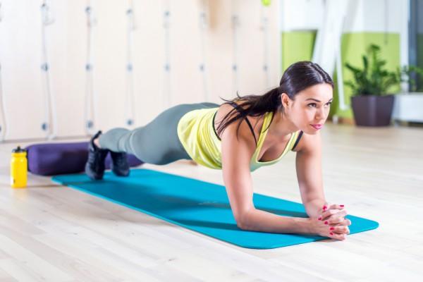 Планка укрепляет мышцы пресса