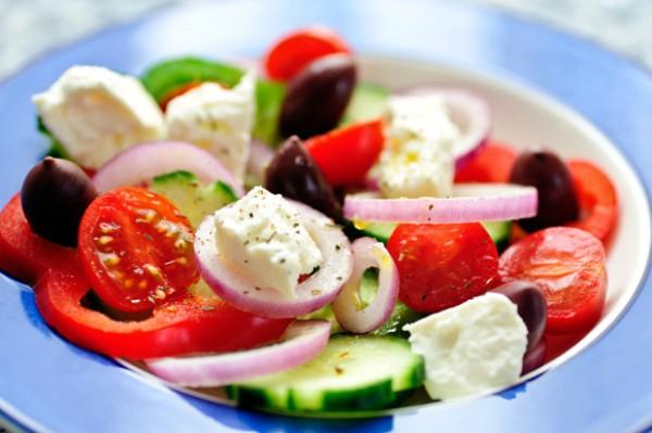 Греческий салат на 8 Марта