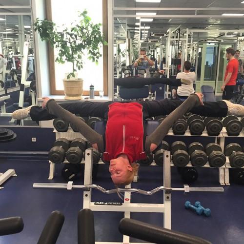 Волочкова занимается физическими упражнениями
