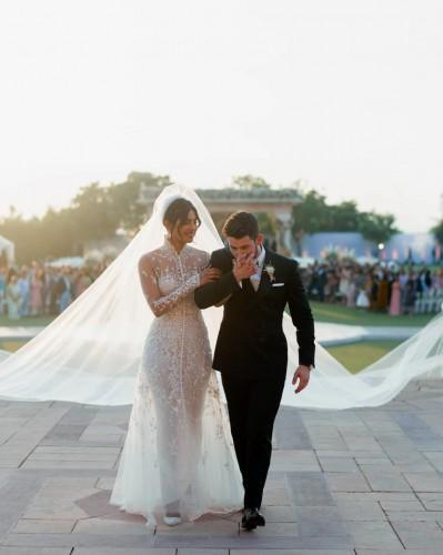 Приянка Чопра в платье Ralph Lauren
