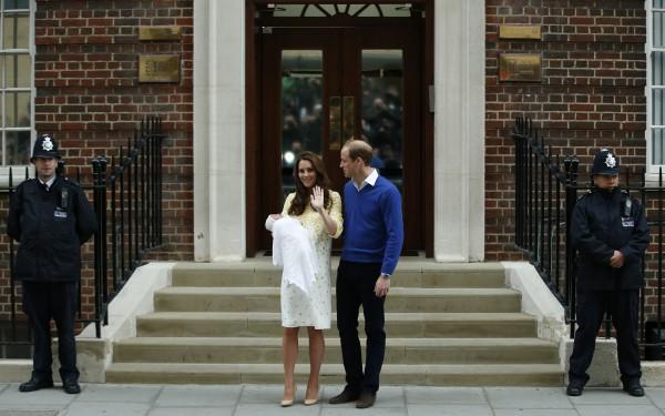 Кейт Мидллтон с принцем Уильямом и новорожденной дочкой