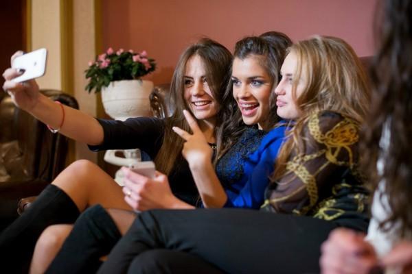 Марьяна с компанией друзей, судя по ее странице в Сети, часто развлекается во львовском ночном клубе Fashion club, принадлежащем ее отцу.