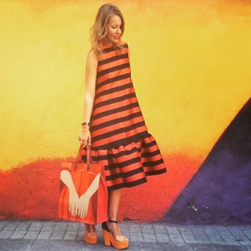 Ксения Собчак примерила платье цвета георгиевской ленты