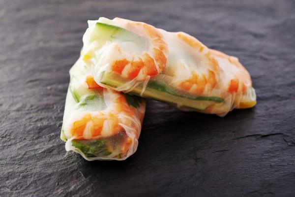 Спринг-роллы в креветками и овощами