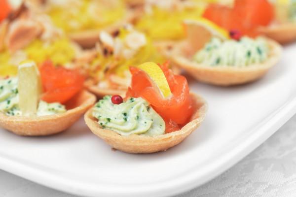 Рецепт                  Тарталетки с авокадо и лососем