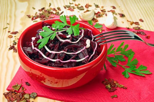 Рецепт                  Простой салат из свеклы с майонезом и чесноком