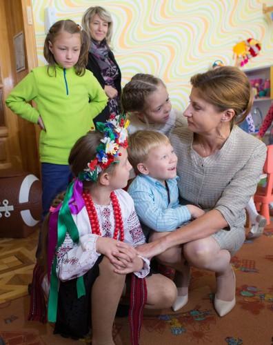 Даша Малахова и Марина Порошенко навестили сирот