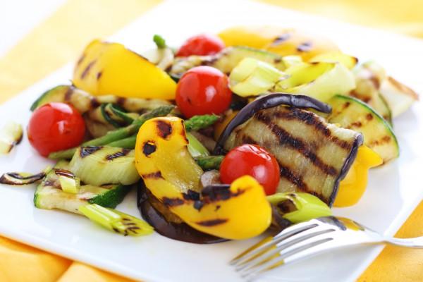 Горячий салат из овощей на мангале