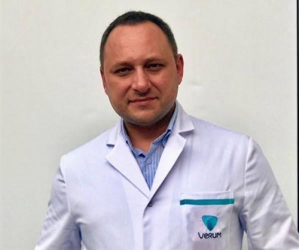 Денис Поминчук, маммолог клиники Верум