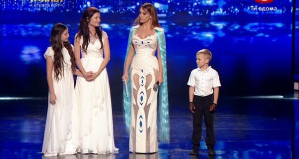 Оксана Марченко удивила зрителей синими волосами