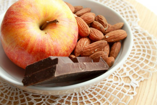 Яблука і шоколад