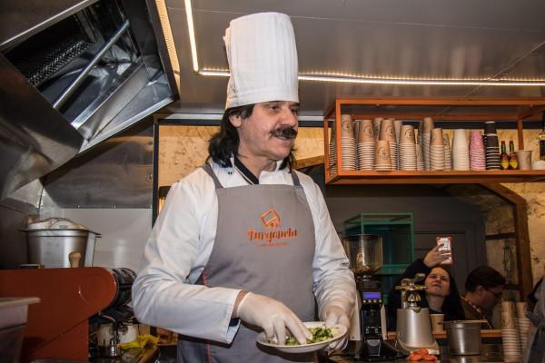Павел Зибров представил свой бургер «Zibrembo».