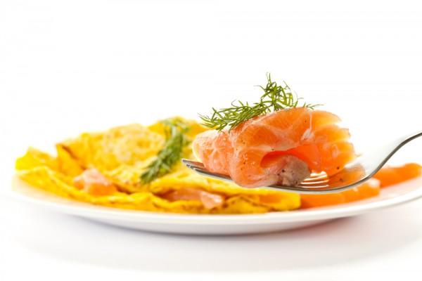 Рецепт                  Омлет с лососем и зеленью