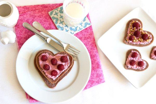 Рецепт                  Завтрак в постель: Шоколадные оладьи-сердечки