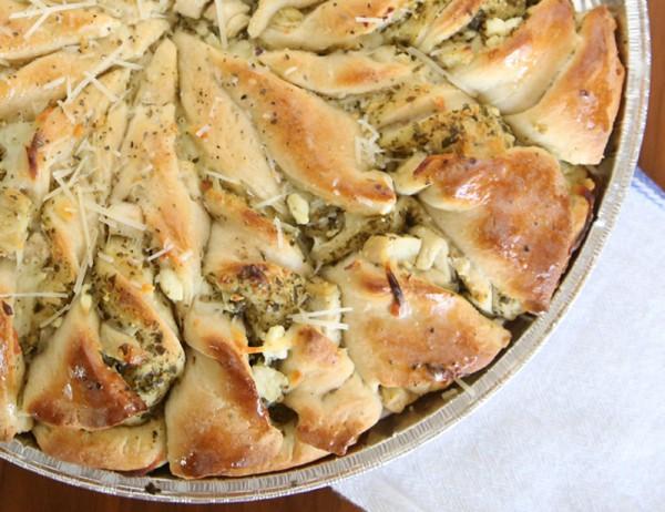 Пирог с курицей и песто