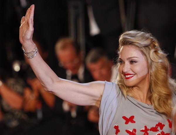 Дочь Мадонны уже курит