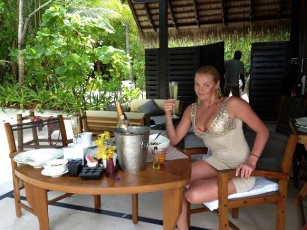 Анастасия Волочкова на Мальдивах регулярно пишет поклонникам в Twitter об отдыхе