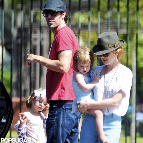 Саша Барон с детьми и супругой