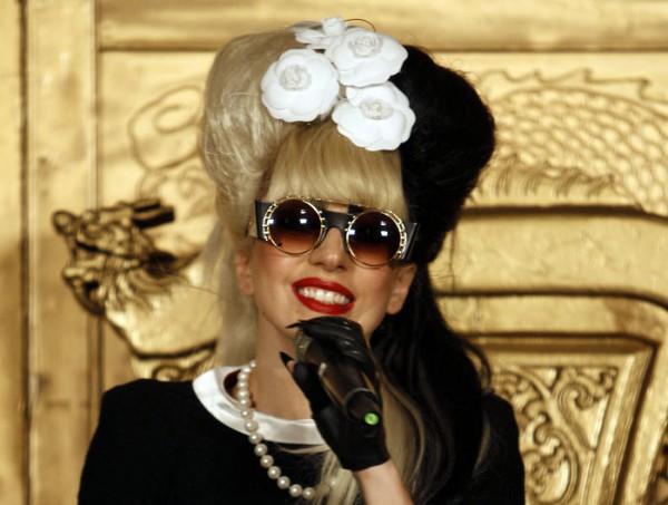 Lady GaGa требует, чтобы в гримерке были длинные зубочистки