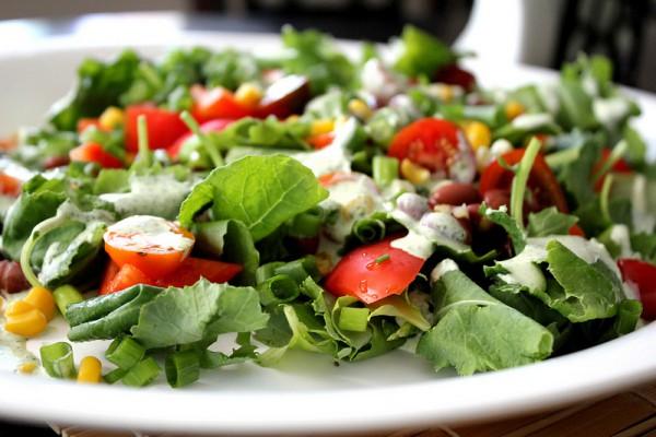 Рецепт                  Простой овощной салат с йогуртовой заправкой