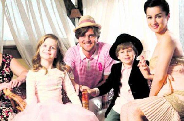 Тина Канделаки с экс-супругом Андреем, сыном Леонтием и дочерью Меланией