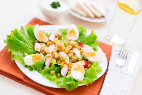 Рецепт                  Салат из крабовых палочек с гренками