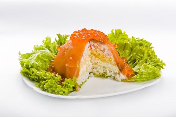Рецепт                  Новогодний салат с лососем и икрой