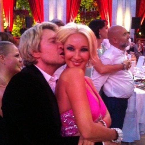 Николай Басков целует ушко Леры Кудрявцевой
