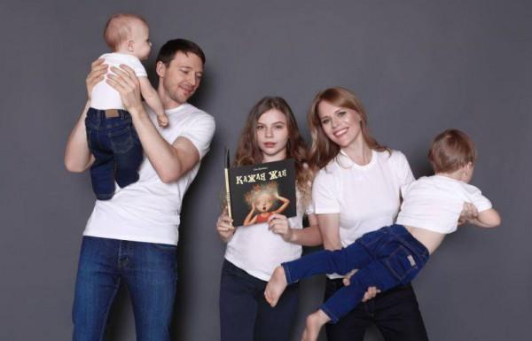 Ольга Фреймут с семьей фото