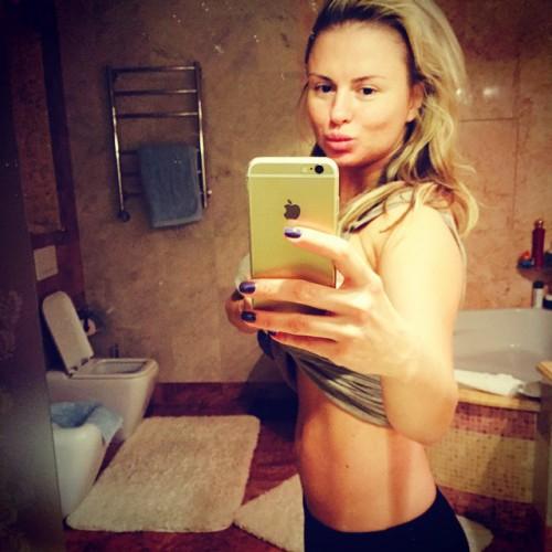 Анна Семенович показала плоский живот
