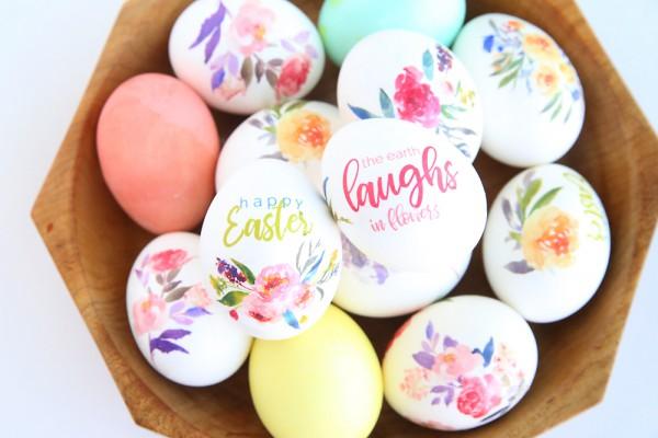 Украшаем блюдо с пасхальными яйцами