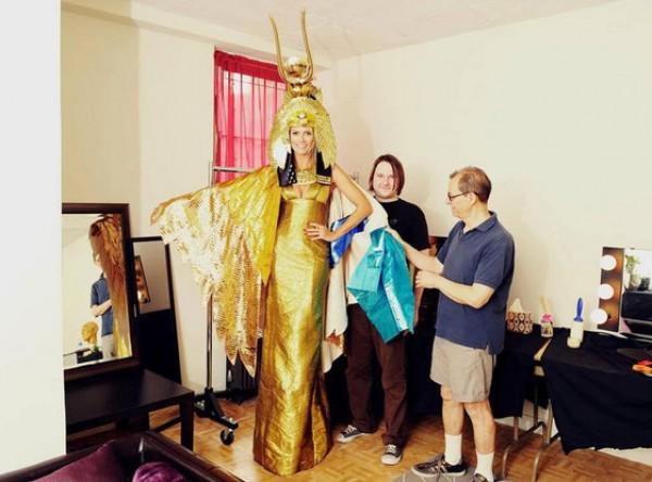 Хайди Клум примеряет свой костюм на Хэллоуин