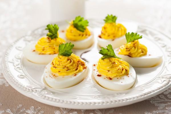 Фаршированные яйца с карри
