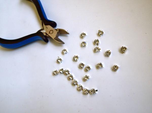Отдели кристаллики от браслета